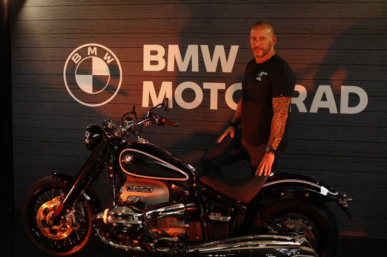 Steve Bailey, General Manager at Supertech Motorrad Pinetown with the BMW R18 cruiser.