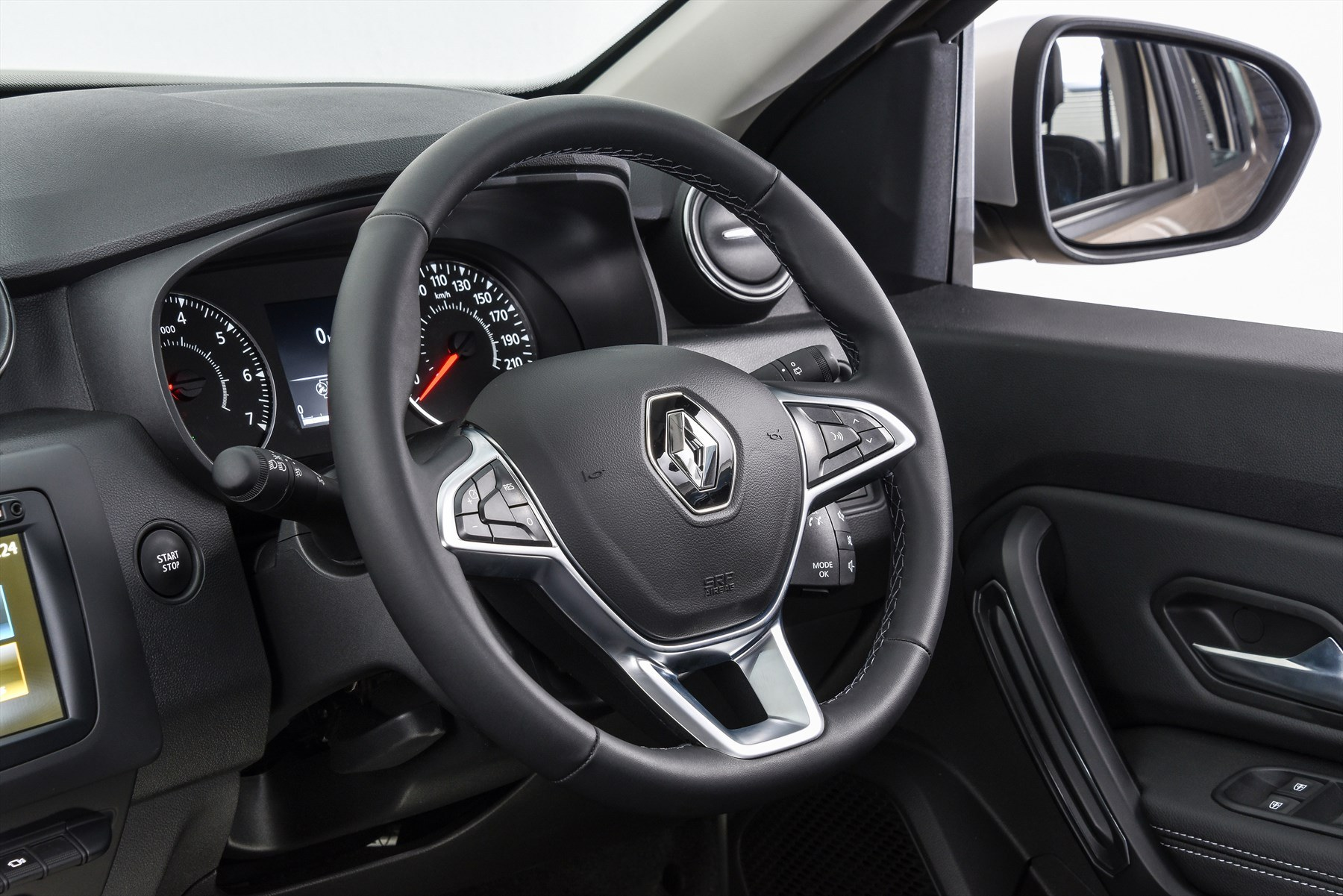 Renault duster dynamique 4x4 interior steering 1800x1800