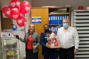 Mitsubishi dealers shower medical workers with love