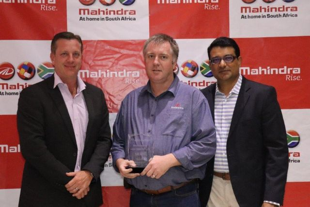 Hans Greyling (Sales Director: Mahindra SA), Jaco Swart (Dealer Principal: Mahindra Bloemfontein) and Rajesh Gupta (CEO: Mahindra SA) during an awards ceremony in 2018.